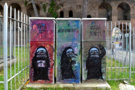24/09/2013 Roma. Graffiti, piazza S. Giovanni
