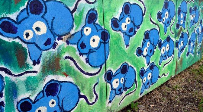 Pineta Sacchetti. L'invasione dei topi blu