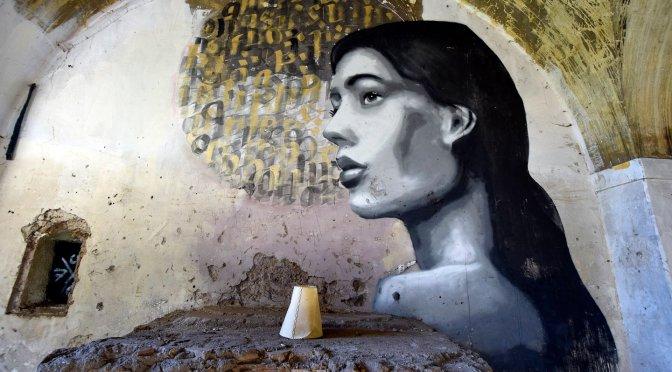 Murali nella chiesa abbandonata